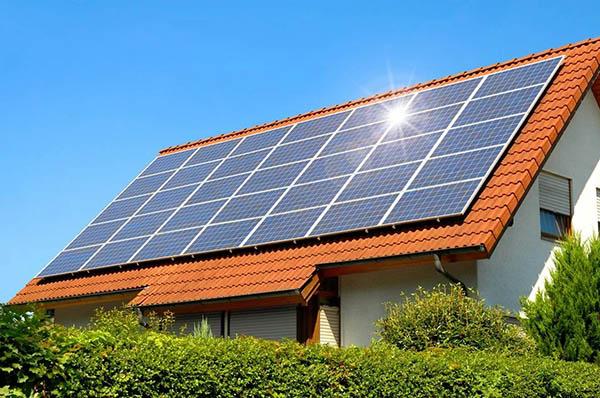 План строительства солнечной энергии в Омахе противоречит планам развития пригородов