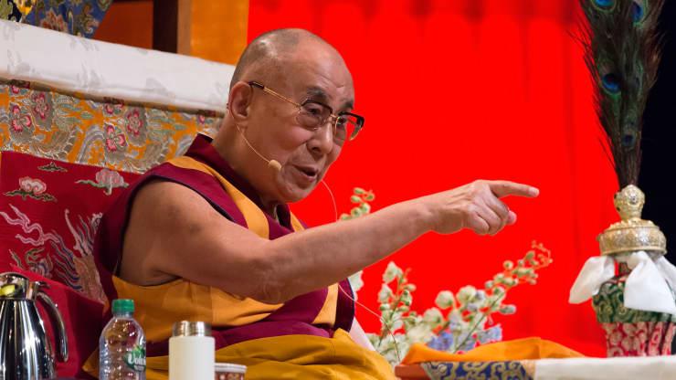 Далай-лама и другие лауреаты Нобелевской премии оказывают давление на лидеров, чтобы они прекратили распространение ископаемого топлива.