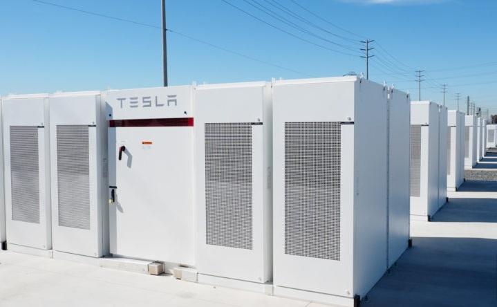 Tesla расширяет свой бизнес по хранению энергии.