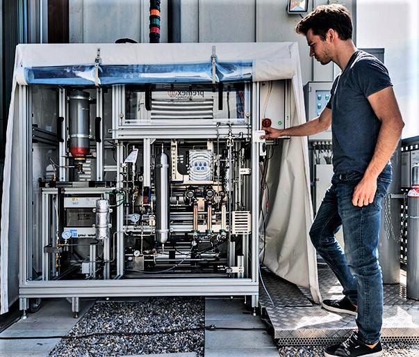 Учёные из Швейцарии превратили воздух и свет в жидкое топливо