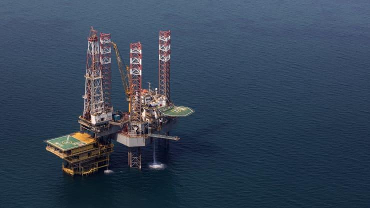 По словам эксперта по нефти Дэна Ергина, разумно, чтобы цена на нефть составляла от 60 до 75 долларов в год.