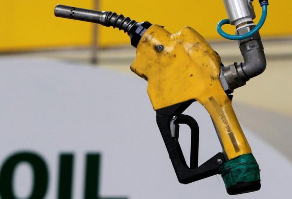Нефть растет, поскольку ОПЕК + придерживается политики, несмотря на всплеск COVID в Индии.
