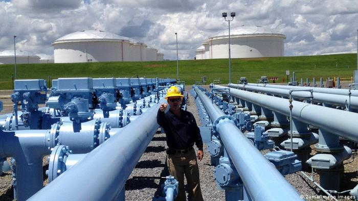 Цена на газ в США превысила 3,02 доллара за галлон, поскольку взломанный трубопровод запускается.